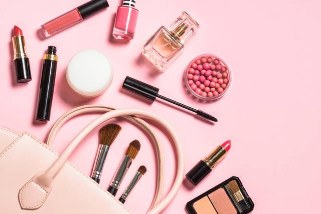 ダイソーの化粧品は優秀な美容コスメと話題!おすすめアイテムを厳選して紹介