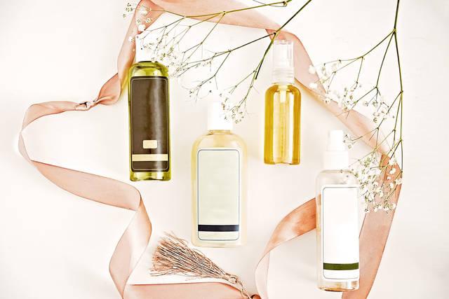 化粧水は「コットンor手」どちらを使うのが正しい?選び方や付け方・使い方