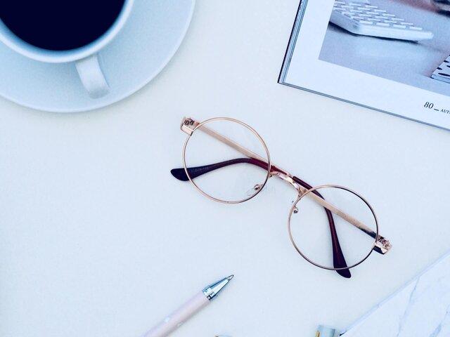 丸メガネを使ったおしゃれなコーデ!こなれテクやおすすめブランドを紹介