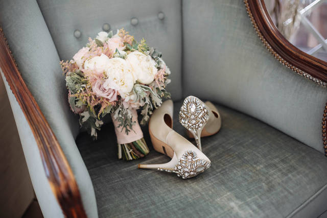 結婚式に履いていく靴は意外と悩む!パンプスやヒールはOKなのかマナーやポイント