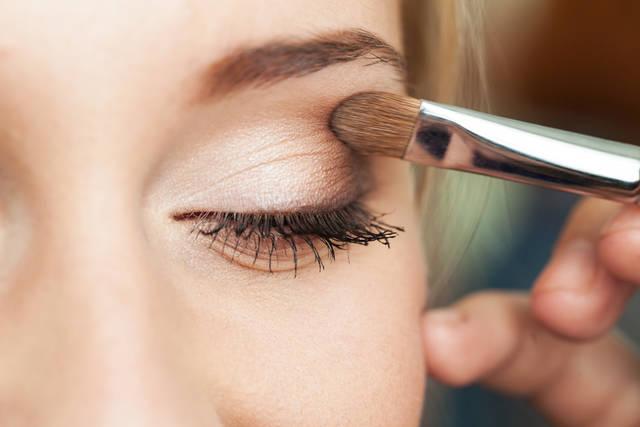 眉頭の位置で印象は変わる!眉毛の書き方の基本とコツを知ってなりたい顔をゲット!