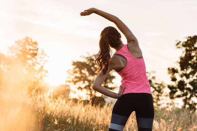肩こりストレッチでひどい痛みを改善!肩こり解消だけでなく血行もUP!