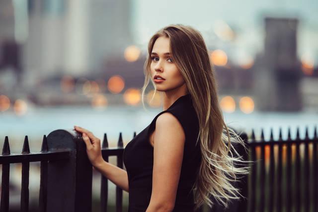 ブロンドヘアは女子の憧れ!人気のカラーとおしゃれな髪型を紹介