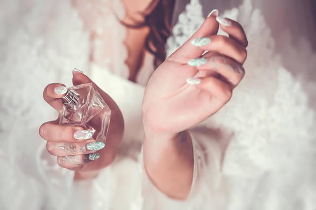 レディース香水で人気&おすすめは?モテる香りやプチプラフレグランスも紹介