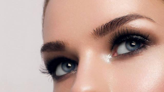 眉間のしわが出来る原因は?解消できるマッサージやエクササイズを紹介