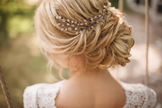 結婚式のヘアアクセの選び方や NGポイントは?基本的なマナーやヘアスタイルも!