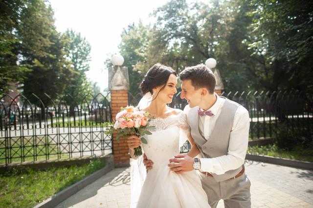 結婚式のお呼ばれゲストでノースリーブはあり?服装のマナーやNGポイントは?