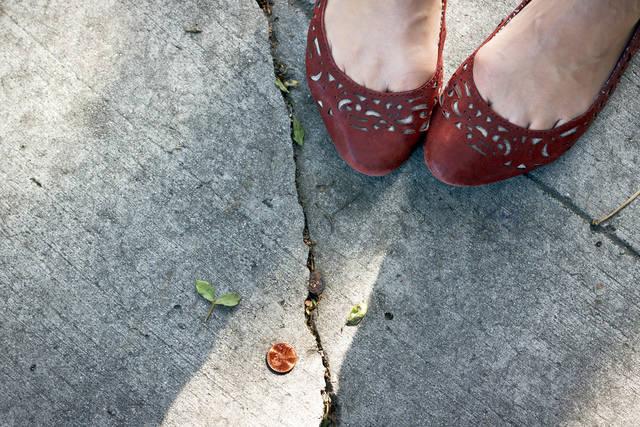 ワイドパンツに合う靴は?丈別のおしゃれでバランスのいい足元コーデを紹介
