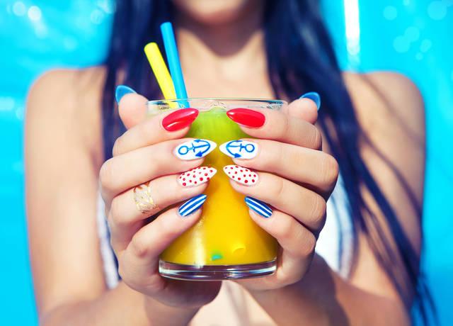 夏ネイルは派手に可愛く!夏にぴったりの真似したいデザイン画像集!