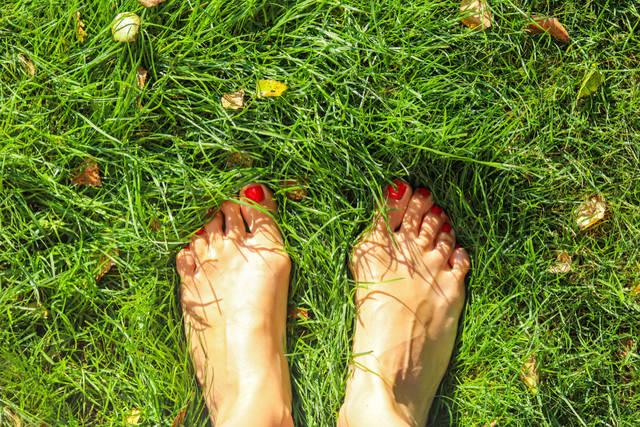 秋のフットネイルデザイン集!人気の色を使ったペディキュアを紹介