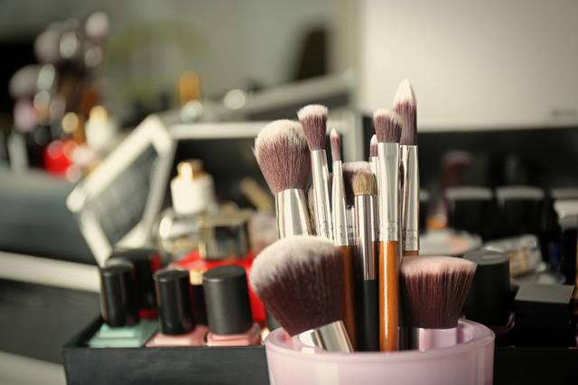 面長を解消するチークの入れ方!美人度アップ&小顔効果のある塗り方を解説