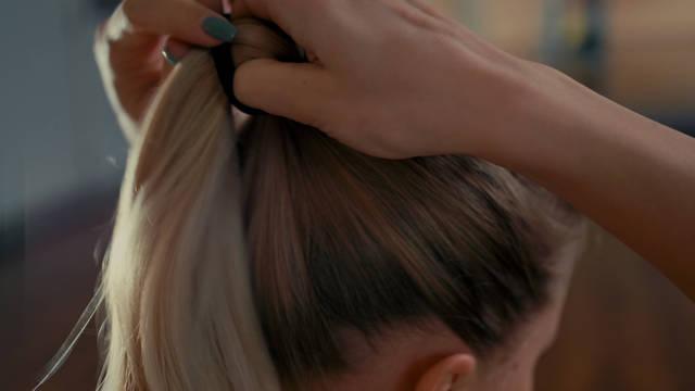 くるりんぱアップのヘアアレンジ方法!簡単おしゃれに変身できる?