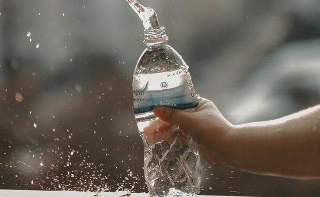 水を飲むと健康になる?美容効果と正しい飲み方・注意点を徹底解説