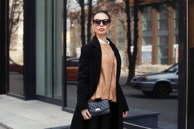 オフィスカジュアルの定義と女性の服装は?おすすめのお洒落なコーデも紹介