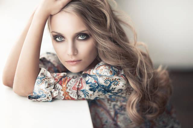色白女性に似合う可愛い髪色の選び方!透明感のある美人カラーを紹介