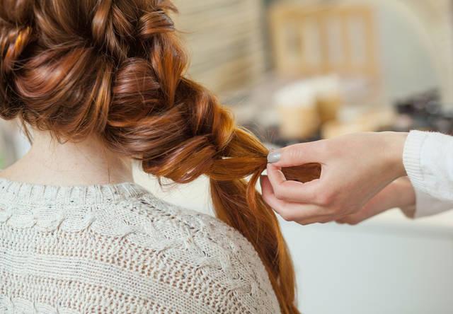 結婚式の髪型で編み込みスタイル30選!長さ別にセルフヘアアレンジ方法を紹介