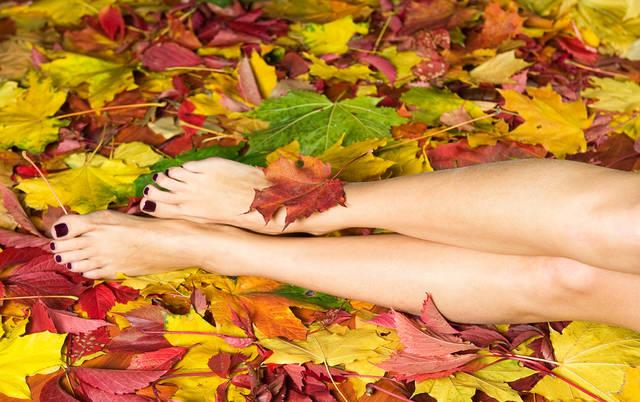 【フットネイル】秋におすすめのデザイン集!人気&お洒落なペディキュアを紹介