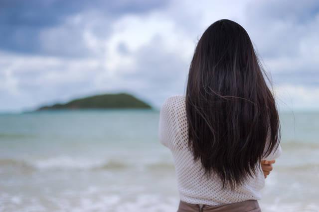 ネイビーアッシュの魅力は透け感カラー!色落ちしないから日本の女子に合う!