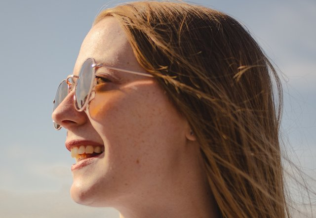 丸メガネに似合う髪型まとめ!おしゃれでかわいいヘアアレンジを紹介