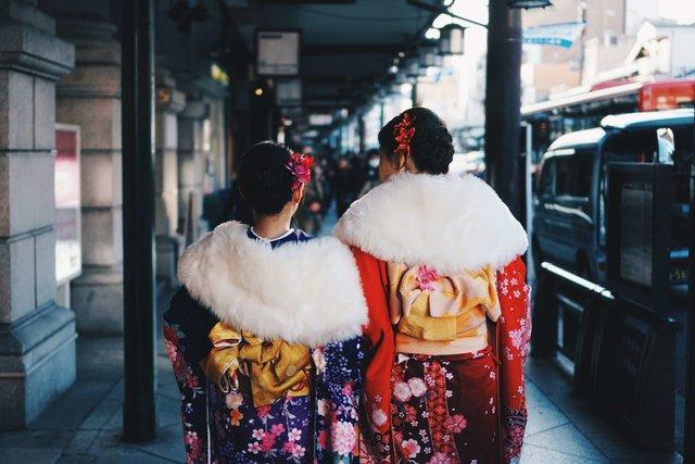 【成人式】ミディアムのかわいい髪型!編み込みやアップなどのヘアアレンジも紹介