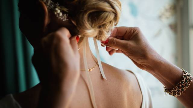 ウエディングドレスの髪型特集!人生で1番幸せな花嫁におすすめのヘアスタイル!