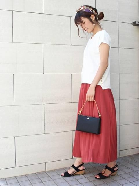 シンプルな白Tシャツを使ったスカートコーデ