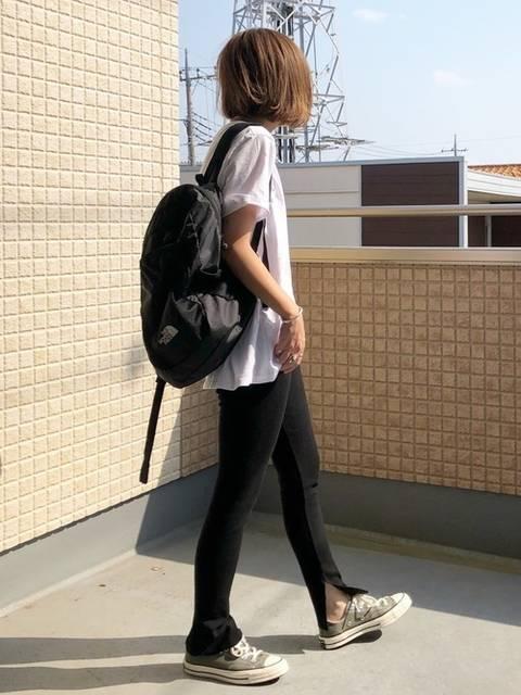 シンプルな白Tシャツのカジュアルコーデ