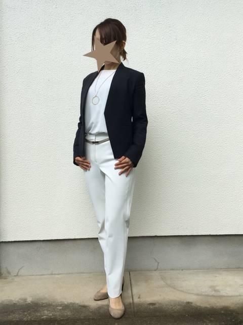 白パンツを大人っぽく着こなすコーデ