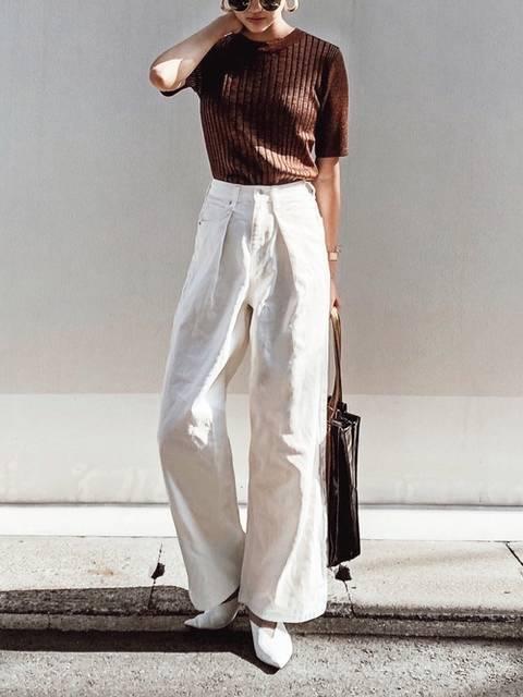 白パンツの女性らしいコーデ