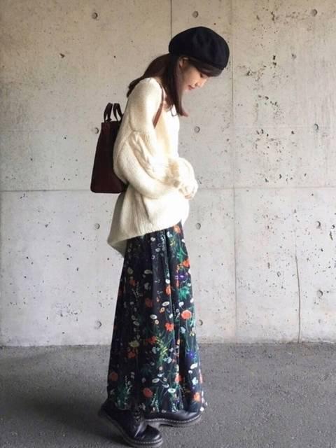 ボタニカル花柄スカートを使ったコーデ