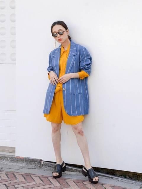ブルー系のジャケットを使った夏コーデ