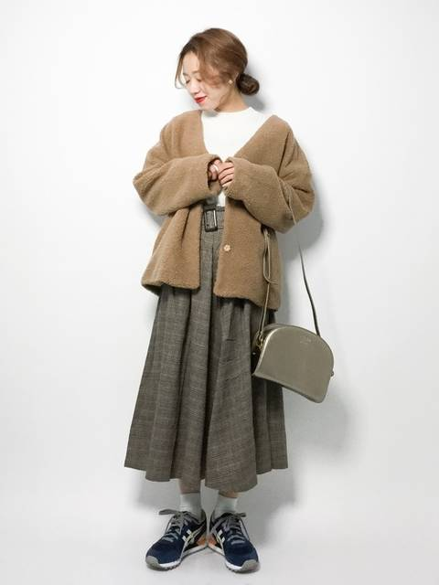 ブラウンコートのガーリーコーデ