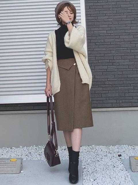 ミディアム丈のタイトスカート