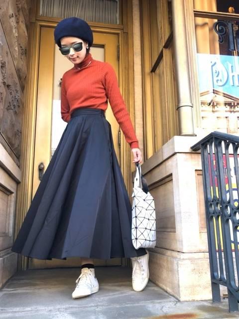 シックな黒ロングスカート