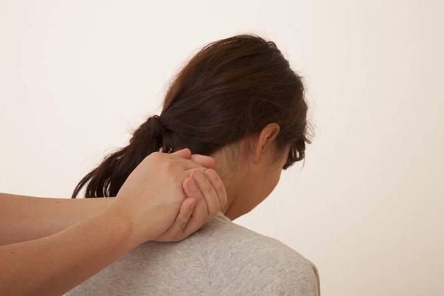 肩の整体を受ける