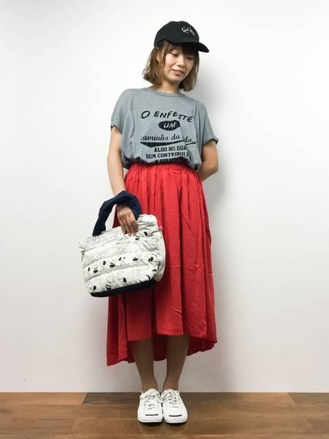 赤スカート夏のコーデ