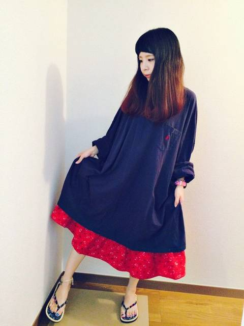 可愛い赤スカートの女子コーデ