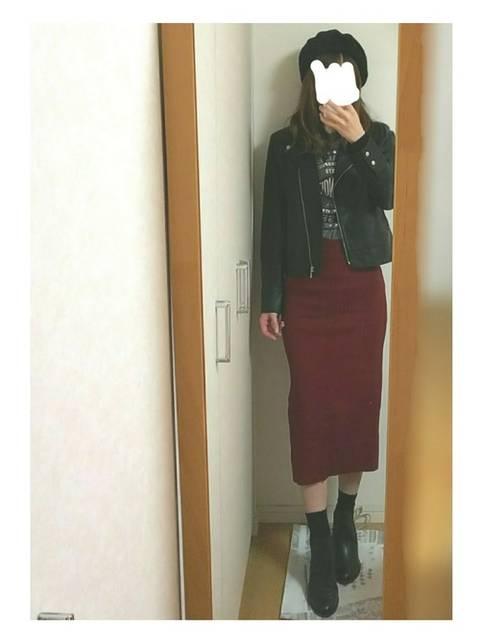 カッコよすぎるタイト赤スカート