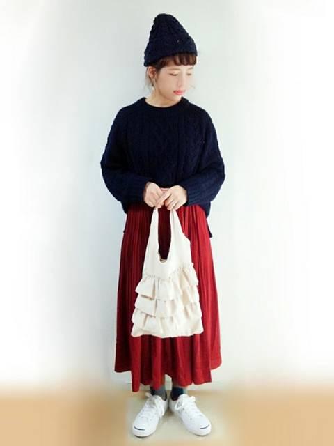 ニットで可愛い赤スカート