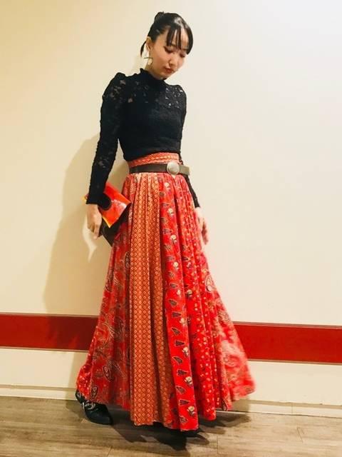 赤ロングスカートでパーティスタイル