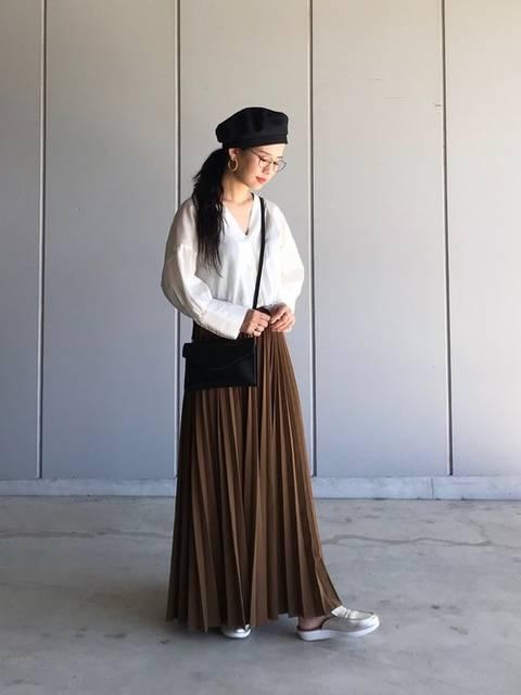 大人可愛いロングスカートとスリッポンコーデ