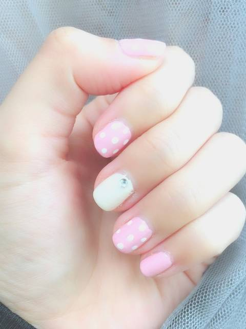 ピンクのドットネイル
