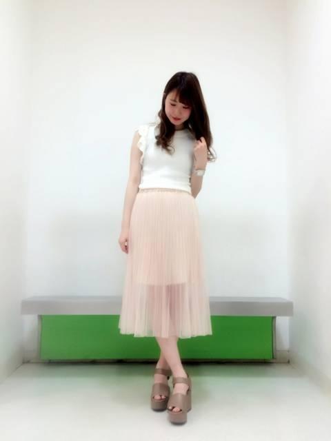 パステルカラーのスカートの春コーデ