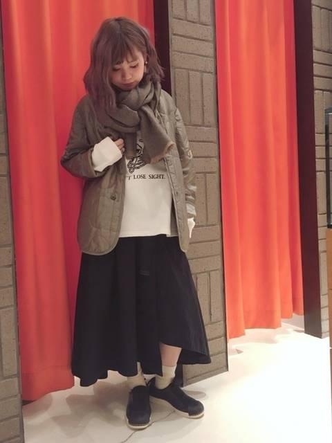 ロングスカートとトレーナーでミラノ巻きコーデ