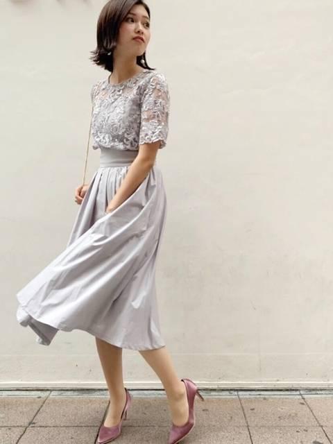 羽織いらずのオーバーレースのギャザードレス
