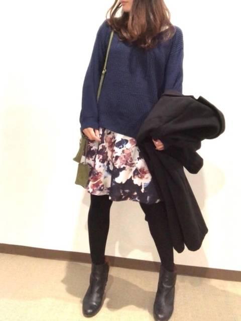花柄スカートを合わせたコーデ