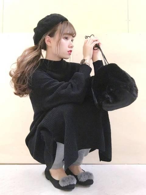 黒ベレー帽と黒ワンピースのコーデ