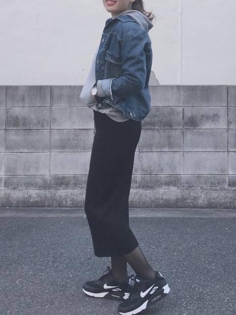ニットスカート×デニムジャケットでカジュアルコーデ