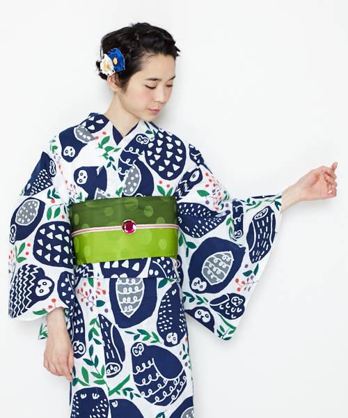 フクロウ柄浴衣×グリーンの帯×ガラス素材の赤い帯留めコーデ