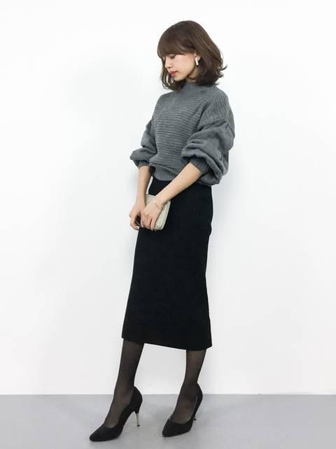 オフィスカジュアルのスカートコーデ